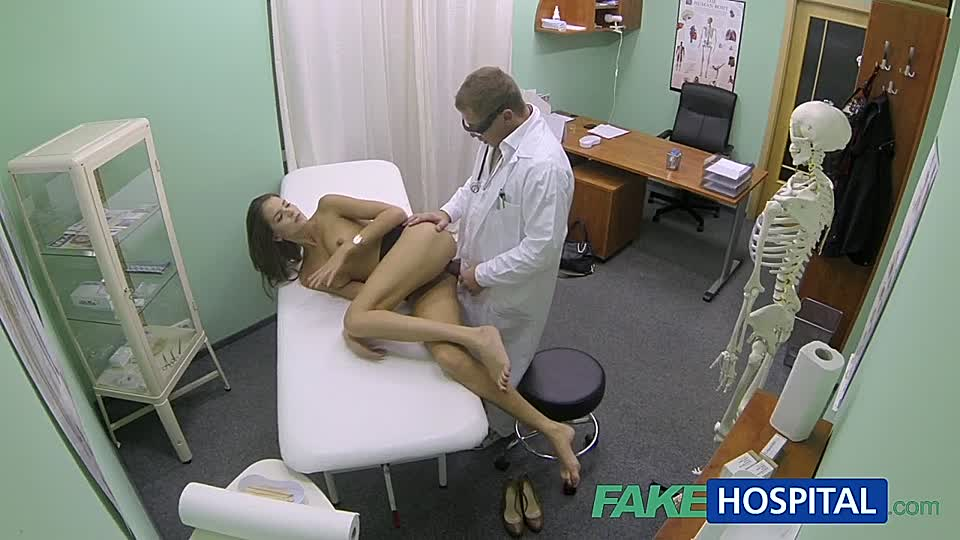 Lesbisch Arzt fickt Patientin Gynäkologen missbraucht